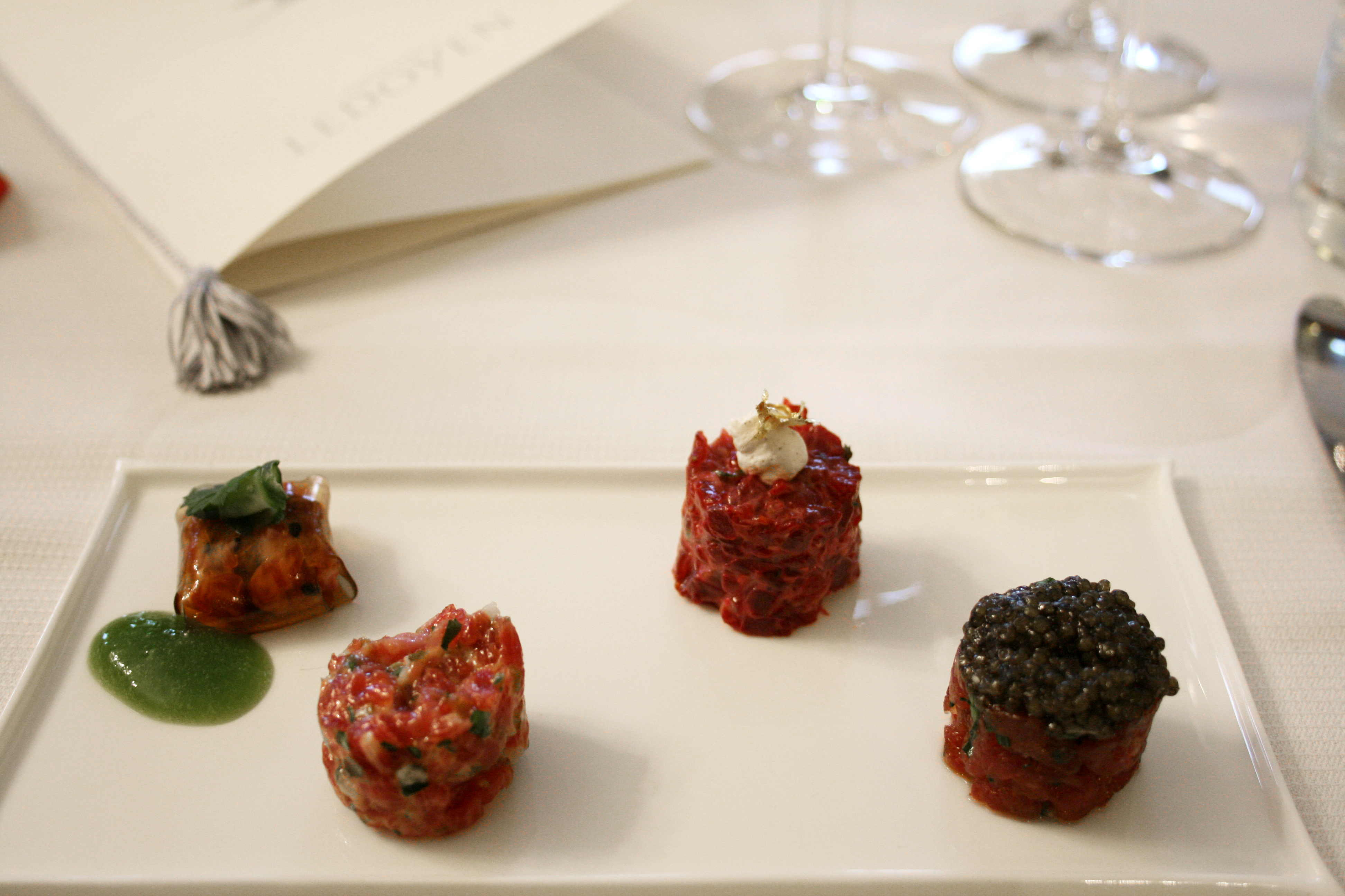 Tartare de boeuf en coussinet de ponzu - Tartare de boeuf à la betterave - Tartare de boeuf classique - Tartare de boeuf de Galice au caviar