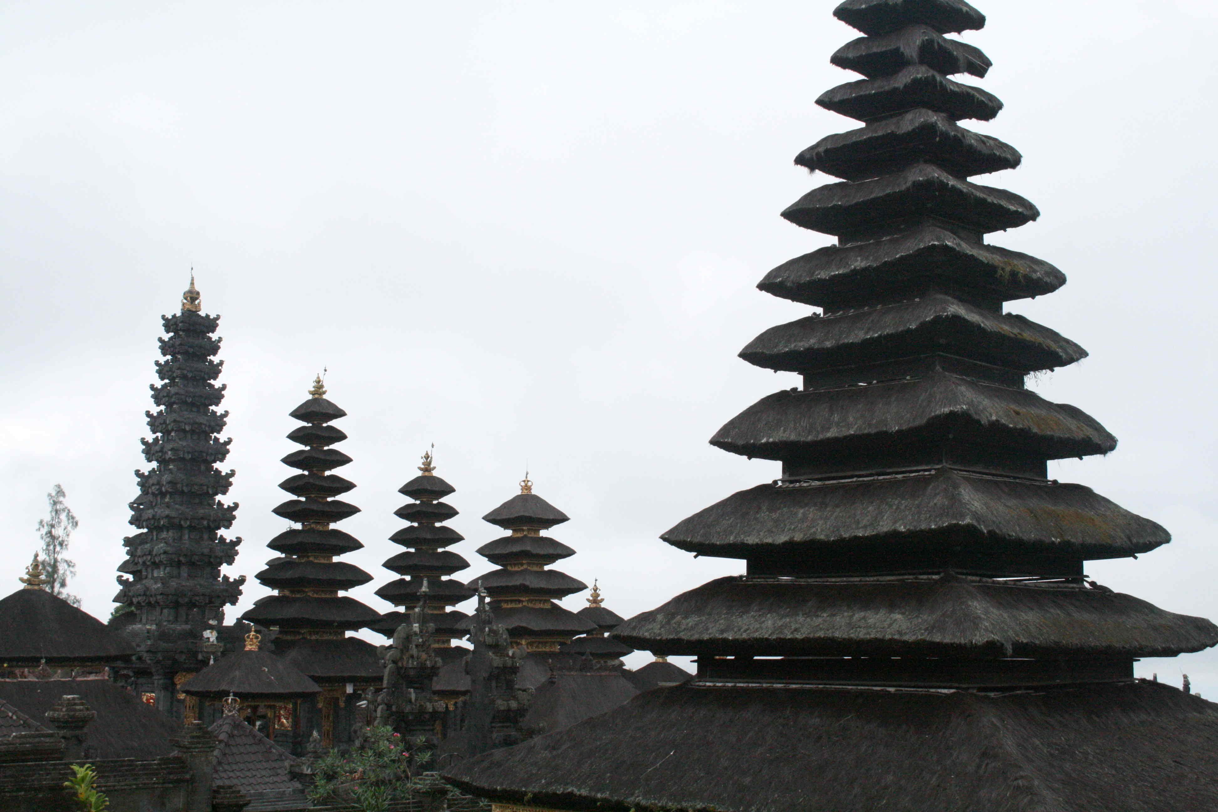 Les tours de Besakih